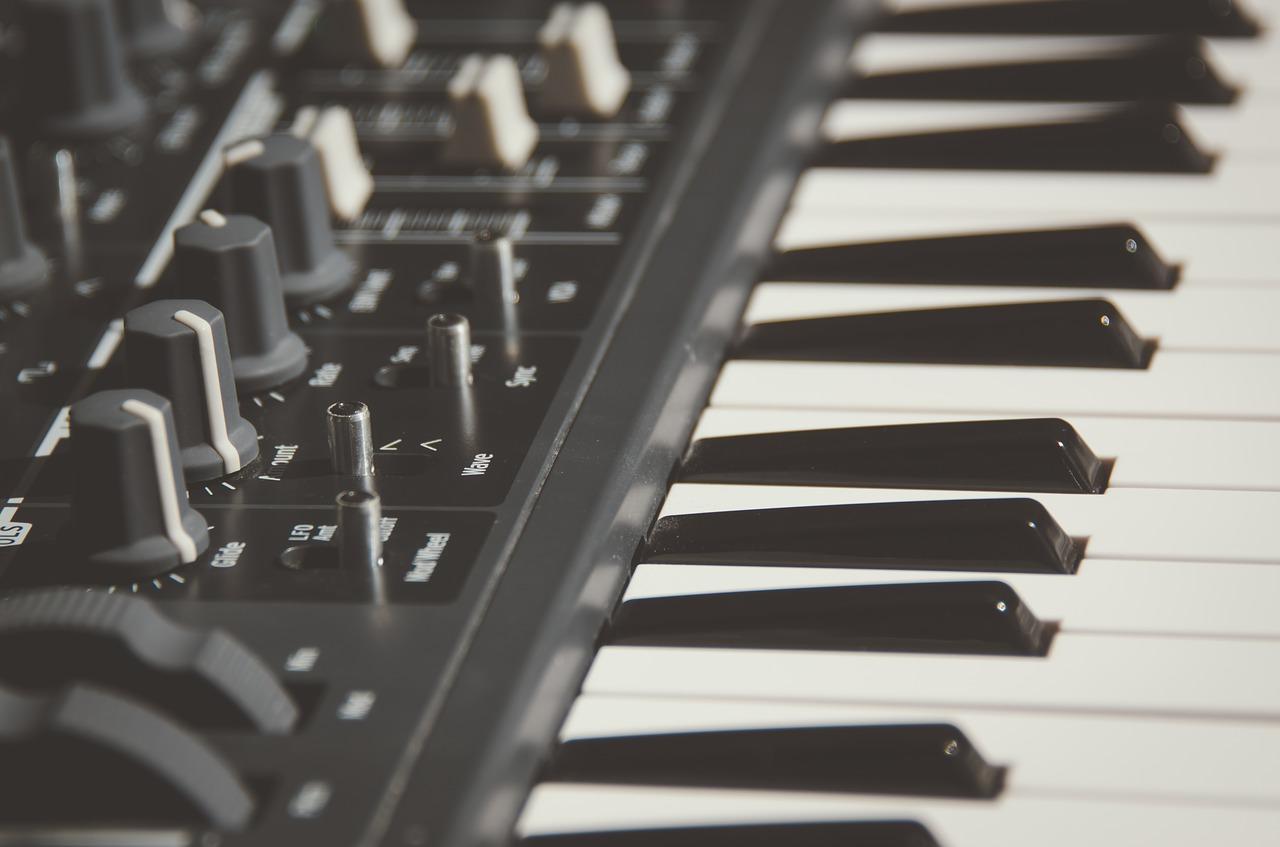 Apprendre a jouer du piano grace a Skove