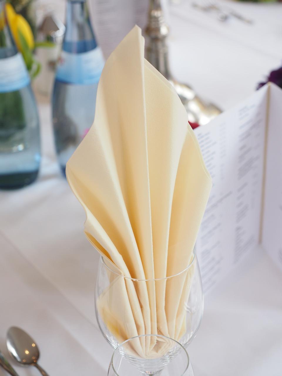 Pliage Serviette Facile Range Couverts comment plier les serviettes de table?
